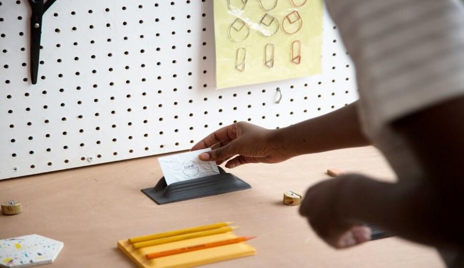 如何在小型工作室中為客戶迅速製作一系列個性化產品原型
