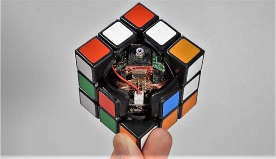會自動扭動還原的3D打印扭計骰