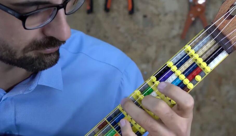 土耳其音樂家結合Lego和3D打印技術玩吉他?