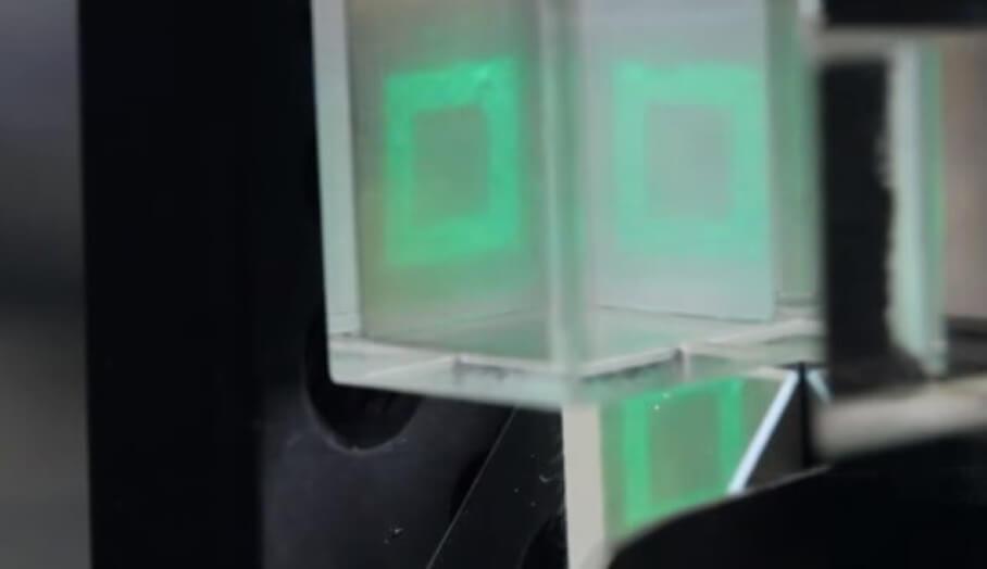 """最新三維3D打印技術裝置 """"Volumetric Display"""" -幾秒就能完成打印"""