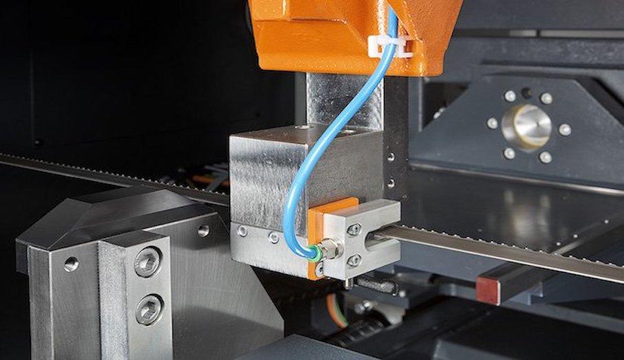 幫助移除金屬3D打印件的自動帶鋸機?