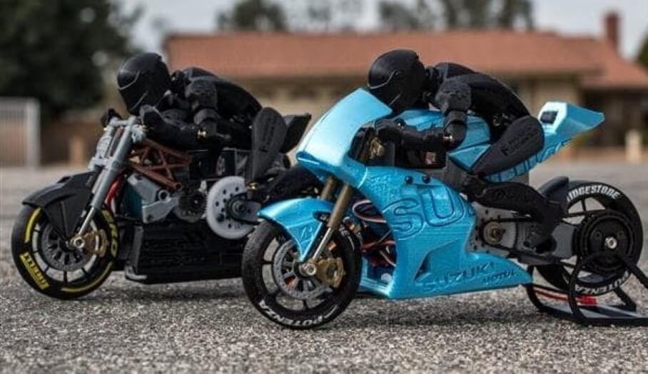 好細緻的3D打印遙控電單車!最特別的是上面那個賽車手公仔