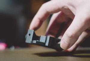怎樣輕易讓模型牢固黏在打印平台上?4